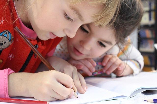 דפי עבודה לחופש: כך תכינו לילדים חוברת מעשירה וחינוכית